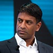 Der aktuelle Fall hat das Potenzial, für Novartis-Chef Vas Narasimhan unangenehm zu werden (Bild: Gian Ehrenzeller/Keystone)