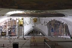 Unter dem Deckengewölbe wurde eine riesige Arbeitsfläche errichtet.
