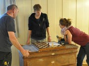 Noch zerbrechen sich Reinhard Böck, Sebastian Frenzel und Laura Anderson (von links) vom Projektteam die Köpfe über den Klang-Escape-Room. (Bild: Sabine Camedda)