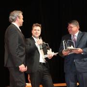Der «Calvin Grieder Award» ging in diesem Jahr an Mike Taylor (rechts) und Marc Hanselmann (Mitte).