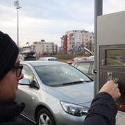 Geht es nach der SVP, muss man für die ersten 30 Minuten künftig keine Parkgebühren mehr bezahlen. (Symbolbild: Simon Dudle)