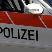 Die Nidwaldner Polizei stand am Samstag mehrmals am gleichen Unfallort im Einsatz.(Symbolbild: Adrian Venetz)