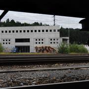 In diesem sogenannten «Ballastbau» beim Bahnhof Ebikon könnte dereinst das Sozialversicherungszentrum mit 700 Arbeitsplätzen entstehen. (Archivbild: LZ/Eveline Beerkircher)