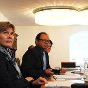 Von links: Steuerverwalterin Marianne Nufer, Landammann Josef Hess und Finanzdirektorin Maya Büchi an der Medienkonferenz. (Bild: Markus von Rotz, Sarnen, 21. August 2019)