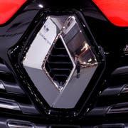 Mit über 15 Millionen verkauften Fahrzeugen (Stand 2018) entstünde der mit Abstand grösste Autokonzern der Welt. (Bild: Toms Kalnins / EPA)