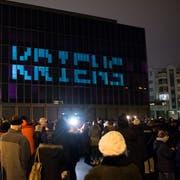 An Silvester wird Kriens zur Stadt. Das wird gefeiert auf dem neuen Stadtplatz mit einer Lichtshow. Fotografiert am 31. Dezember 2018 in Kriens.LZ / Boris Bürgisser