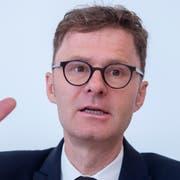 Daniel Lampart, Chefökonom des Gewerkschaftsbundes, sagt: «Wir brauchen eine rechtliche und politische Garantie, damit wir unsere Löhne eigenständig schützen können.» (Bild: Marcel Bieri / Keystone, Bern, 17. September 2018)