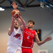 Basketball: Schweizer Cup: Swiss Central - Lions de Genève (rot)vlnr: Michael Plüss, Juraj Kozic