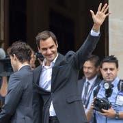 Auf dem Platz spielt Roger Federer meist nur im Einzel, daneben aber bildet er zahlreiche erfolgreiche und lukrative Doppel (Bild: Keystone).