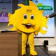 Die SVP-Sonne steht auf der Bühne neben Parteipräsident Albert Rösti, aufgenommen an der Delegiertenversammlung der SVP Schweiz, am Samstag, 30. März 2019, in Amriswil. (Bild: KEYSTONE/Gian Ehrenzeller)