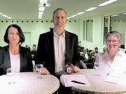 Eva Dal Dosso, Moderator Patrick Eich und Brigitta Engeli nach dem Wahlpodium. (Bild: Urs Brüschweiler)