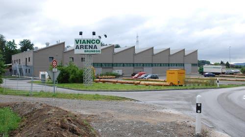 Der Kuh gelingt die Flucht von der Vianco-Arena in Brunegg. (Archivbild): (Bild: Aargauer Zeitung)