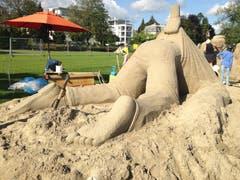 «Need a hand?» («Brauchst Du Hilfe?»): In der Skulptur von Wilfried Stijger und Edith van de Wetering vom Team Holland wird einer nicht ganz freiwillig zum Helden für die Welt von morgen.