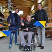 Armin Jossi mit Ruderchefin Gaby Rominger und Präsident Werner Eggli im Clubhaus des Ruderclubs Steckborn. (Bild: Margrith Pfister-Kübler)