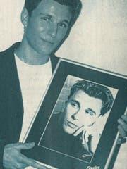 Sascha Theiler vor 20 Jahren mit seinem Siegerbild. (Bild: PD)