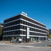 Amag gehört schon heute zu den grössten Arbeitgebern der Zentralschweiz. Nächstes Jahr wird der Autohändler unter die Top 20 aufsteigen. Das Bild zeigt die neue Amag-Zentrale in Cham. (Bild: Maria Schmid, 1. Oktober 2019)