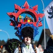 Die Hippies sind da: Blauring Bueri mit dem Motto Musikfestival. (Bild: Dominik Wunderli, Buchrain, 16. Februar 2019)