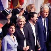 (Von links nach rechts) Frauke Petry (AfD), Marine le Pen (Rassemblement National), Matteo Salvini (Lega Nord) und Geert Wilders (Partij voor de Vrijheid): Parteien wie die ihrigen erhalten vor der Europawahl immer mehr Aufschwung. (Bild: AP Photo/Michael Probst)