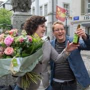 Grüne-Präsident Maurus Frey freut sich mit Regierungsratskandidatin Korintha Bärtsch über das gute Resultat im zweiten Wahlgang. (Bild: Dominik Wunderli, Luzern, 19. Mai 2019)