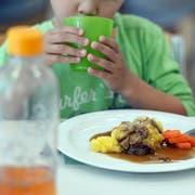 Die Mittagstische der Stadt Wil werden auch in den nächsten drei Jahren von der SV Schweiz AG beliefert. (Bild: Nana do Carmo)