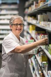 Doris Bettineschi hat mit 56 die Ausbildung zur Pharma-Assistentin abgeschlossen. (Bild: Michel Canonica)