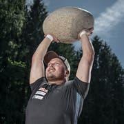 Martin Jakober ist Steinstosser. Er nimmt am Eidgenössischen Schwingfest in Zug teil. (Bild: Pius Amrein, Stalden, 9. August 2019)