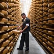Gruyère, der meistexportierte Käse der Schweiz, könnte in Südamerika gut ankommen. (Bild: Jean-Christophe Bott/Keystone, Charmey, 1. Dezember 2018)