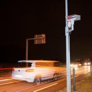 Einer der vier stationären Thurgauer Autonummern-Scanner steht an der Strasse zwischen Arbon und Egnach. (Bild: Ralph Ribi)
