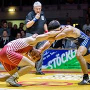 Die Willisauer müssen am Schluss unten durch: Mirco Studer (links) verliert gegen Steven Graf. (Bild: Phillip Schmidli (Willisau, 22. Dezember 2018))