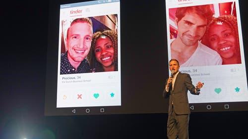 Der Moderator des Abends Stefan Büsser verulkte soziale und andere Medien.