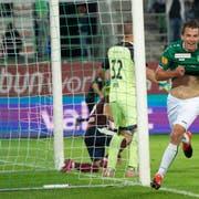 Lukas Görtler feiert sein Tor zum 2:0. (Bild: Urs Bucher)