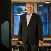 Martin Salvisberg räumt den Stuhl im Sitzungssaal. (Bild: Reto Martin)