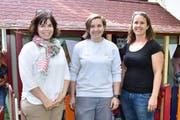 Schreinerei-Meier-Geschäftsleiterin Katja Meier, Lehrtochter Sarina Hitz und Familienzentrum-Betriebsleiterin Andrea Engeli. (Bild: Mario Testa)