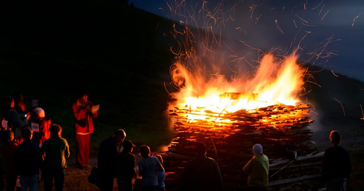 Nationalfeiertag: Die Erbauer der Höhenfeuer bleiben gerne im Dunkeln | St.Galler Tagblatt
