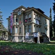 Die besetzte Bodum-Villa an der Obergrundstrasse. (Bild: Pius Amrein, Luzern 11. April 2016)