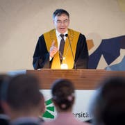 «Es braucht das Vertrauen, dass sorgsam mit Mitteln umgegangen wird», sagte Rektor Thomas Bieger in seiner Ansprache. (Bild: Bilder: Ralph Ribi)