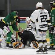 Der HC Ajoie (weiss) gewann in dieser Saison alle vier bisherigen Direktduelle gegen den HC Thurgau, wenn teilweise auch knapp. (Bild: Mario Gaccioli, Weinfelden, 27. Januar 2019)