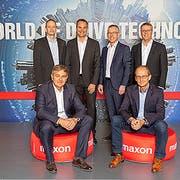 Die neue lokale Geschäftsleitung von Maxon Schweiz: (hintere Reihe v.l.): Roger Lagodny, Jürg Schneiter, Daniel von Wyl, Stefan Preier; (vordere Reihe v.l.): Patrik Gnos, Dominik Stockmann. (Bild: Maxon)