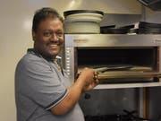 Kumarasamy Sivanesan, in Wattwil besser als Siva bekannt, bereitet seinen Gästen gerne üppige Mahlzeiten. (Bild: Timon Kobelt)