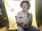 Umschwirrt in der Nacht: Daniel Ambühl auf einer seiner Insektenforschungsreisen in Vietnam. (Bild: zvg)