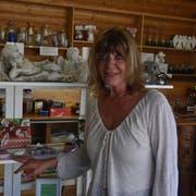 In ihrem «Märli-Paradies» in Wattwil bietet Rose Rengel unter anderem Engelsfiguren zum Verkauf an. (Bild: Anina Rütsche)