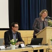 Finanzchef Daniel Bühr und Präsidentin Gaby Herzog stellen Rechnung und Budget der Primarschule Homburg vor. Bühr übernimmt auf 1. Juni das Präsidium. (Bild: Stefan Hilzinger)