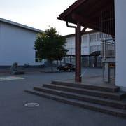 Das Primarschulhaus in Bütschwil soll bis in zwei Jahren mit zusätzlichem Schulraum erweitert werden. (Bild: Anina Rütsche)