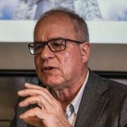 Norbert Patt, Geschäftsführer der Titlis-Bergbahnen erklärt an der Pressekonferenz das neue Projekt der Architekten Herzog & de Meuron. (Bild:Alexandra Wey/Keystone, Titlis, 5. November 2018)