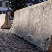 Im vergangenen Jahr verunmöglichten Betonblöcke an der Wega und an diversen Weihnachtsmärkten (im Bild der Münsterplatz in Basel) Terroranschläge mit Fahrzeugen. (Bild: Keystone/Georgios Kefalas)