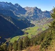 Blick auf dem Weg von der Fürenalp ins Tal auf das Dorf Engelberg. (Bild Markus von Rotz (Engelberg, 11. Oktober 2017))