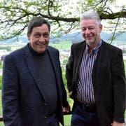 Der neugewählte Gemeinderat Werner Ziegler und Gemeindepräsident Hans Mäder beim Wahlapéro im «Säntisblick». (Bild: Christoph Heer)