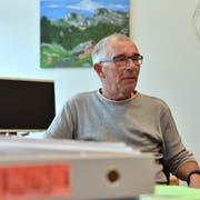 Gemeindepräsident Peter Kindler informiert noch am Mittwochnachmittag die Mitarbeitenden des Altersheims Forstegg über die vier ausgesprochenen Kündigungen. (Bild Heini Schwendener)