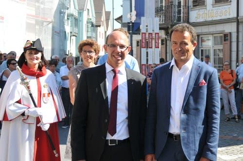 Die beiden höchsten Obwaldner: Landammann Christoph Amstad und Kantonsratspräsident Peter Wälti (rechts) mit Ratsweibelin Hanna Mäder.