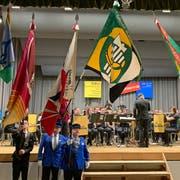 Im März hat der Organisator des Kantonalmusikfests 2014, der Musikverein Diepoldsau-Schmitter, die Fahne des St.Galler Blasmusikverbands in feierlichem Rahmen an die Musig Lenggenwil übergeben. (Bild: PD)